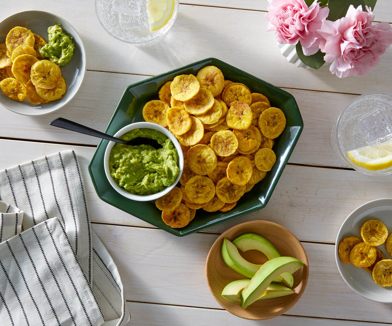 baked_plaintain_chips_w_creamy_garlicky_avocado_dip